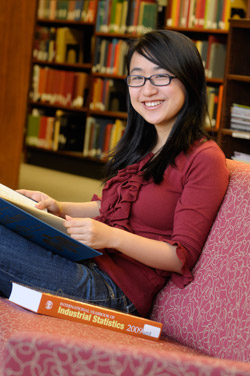 Photo of Mandy Shen in Library